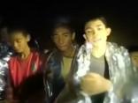 Taizemē no applūdušās alas izglābti četri zēni; glābšanas operāciju atsāks pirmdien