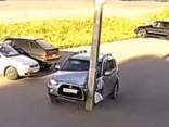 Stabs uzrodas no nekurienes un stāvvietā sadragā auto
