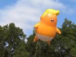 Londonā palaiž gaisā «bēbi Trampu»