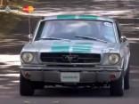 Ford Mustang ar autopilotu Gudvudā