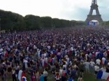 90 000 futbola fanu pulcējas pie Eifeļa torņa