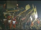 Indijā sabrukusi ēka: miruši vismaz divi cilvēki
