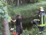 Репортаж TVNET из Валдгалской волости: тушение пожара продолжается
