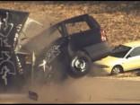 Tests: ar 200 km/h pret sienu un pret citu auto