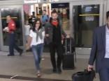 Aktrise Kortnija Koksa un līgavainisDžonijs Makdeids atgriežas no ceļojuma uz Kabo San Lukas