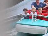 Aktieris Vinss Vons izskatās sanīcis, pavadot laiku ar ģimeni Disnejlendā