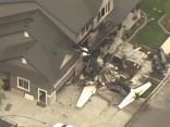 Vīrietis pēc strīda ar sievu ietriecas pats savā mājā ar lidmašīnu